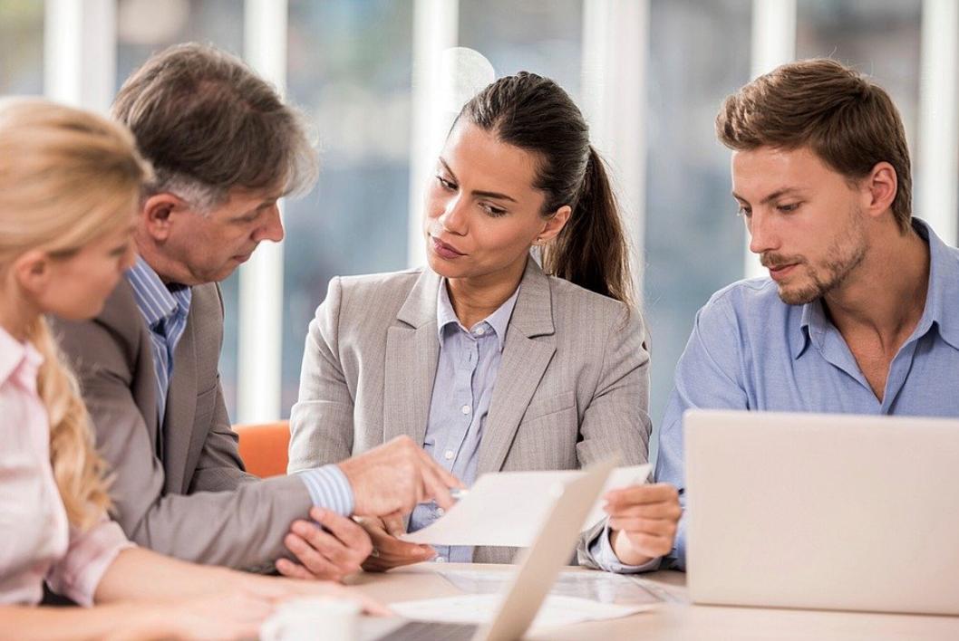 女性営業職の強み5選!求職者が見る項目と活躍促進のための企業の対策・注意点